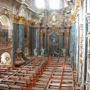 Костел єзуїтів із середини